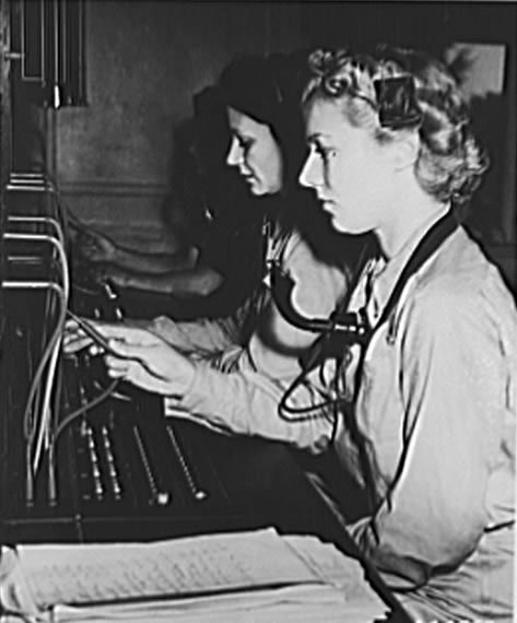 WAC switchboard training at Fort Des Moines, 1942